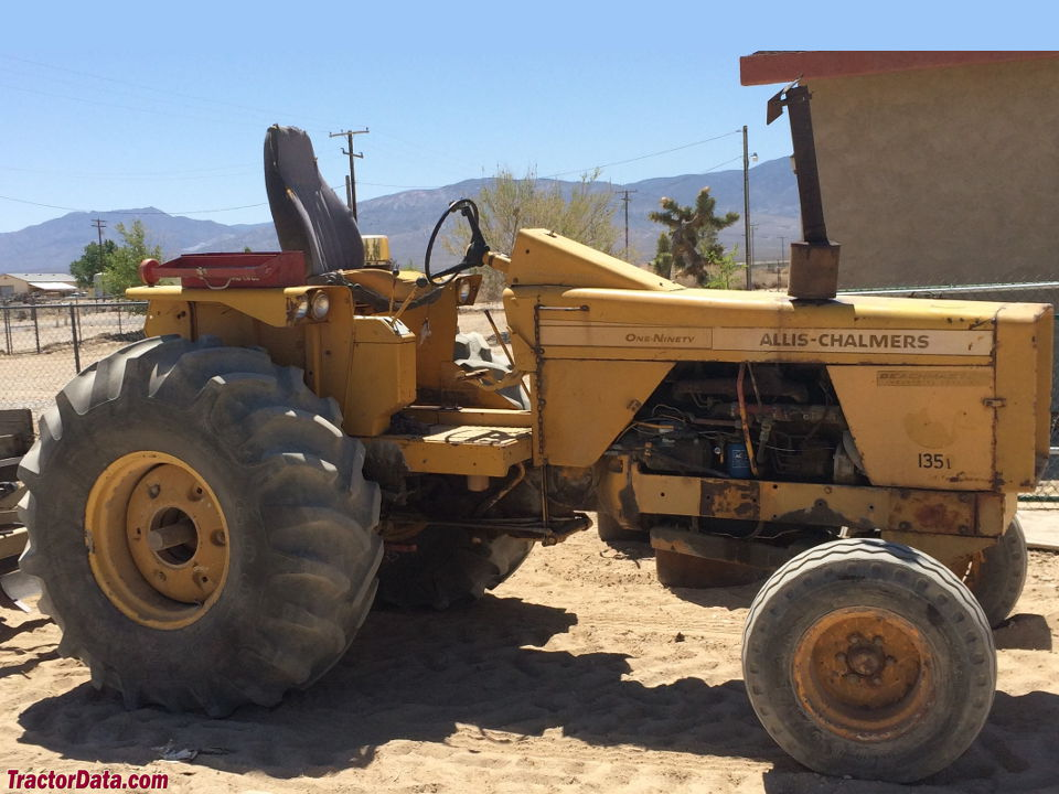 Allis-Chalmers 190 Beachmaster, right side.