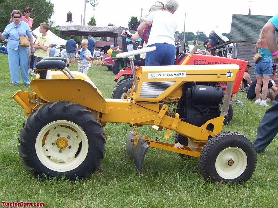 Yellow Allis-Chalmers B1 with center blade.
