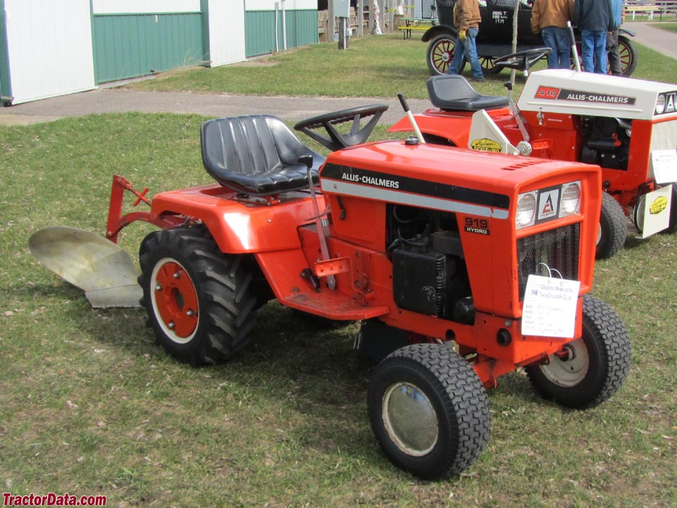Allis-Chalmers 919 with rear plow.