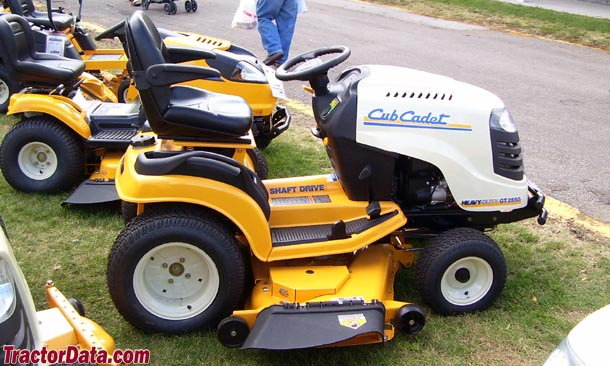 Right side of the Cub Cadet GT 2550