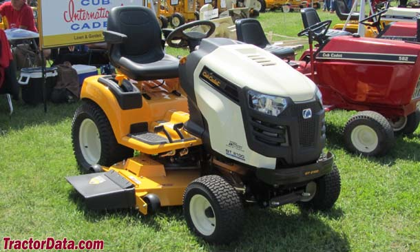 Cub Cadet GT 2100, front-right
