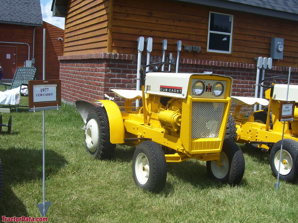 Cub Cadet 100, front-right view