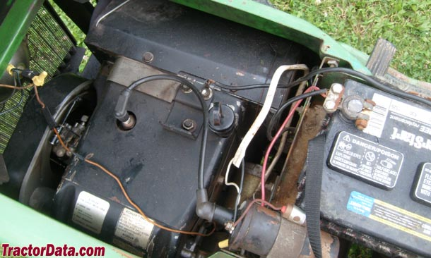 John Deere 212  engine photo