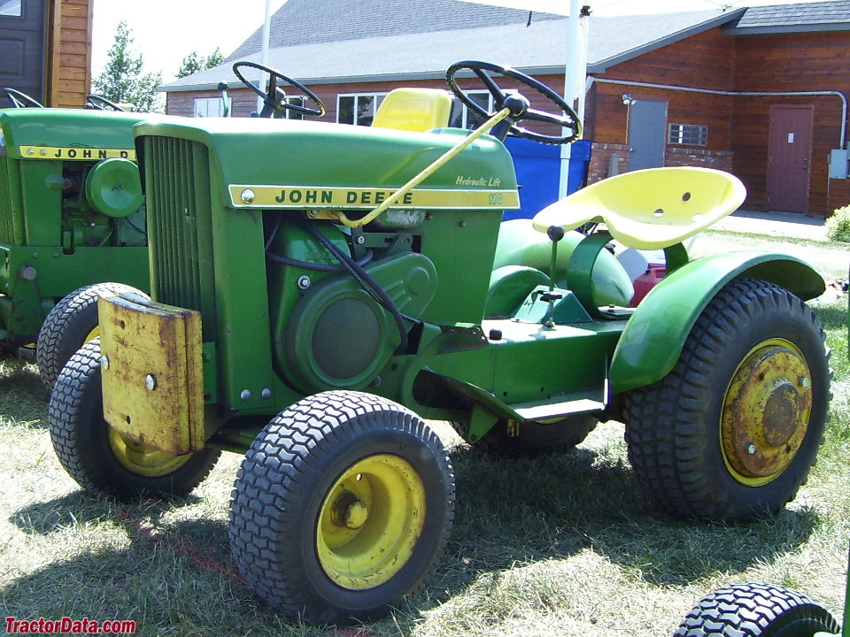 John Deere 110H with hydraulic lift.