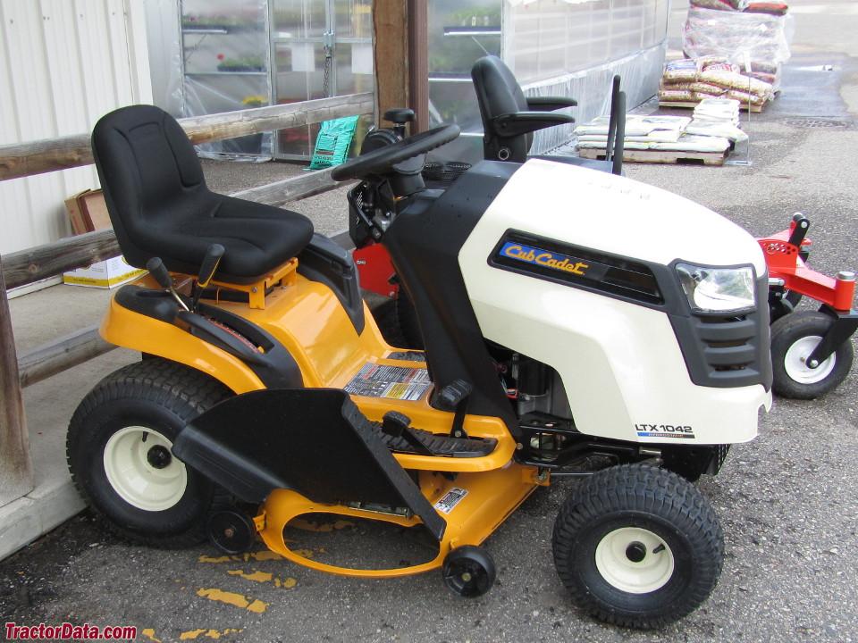 Cub Cadet Ltx 1042 Kw Lawn Tractor : Tractordata cub cadet ltx kh tractor photos