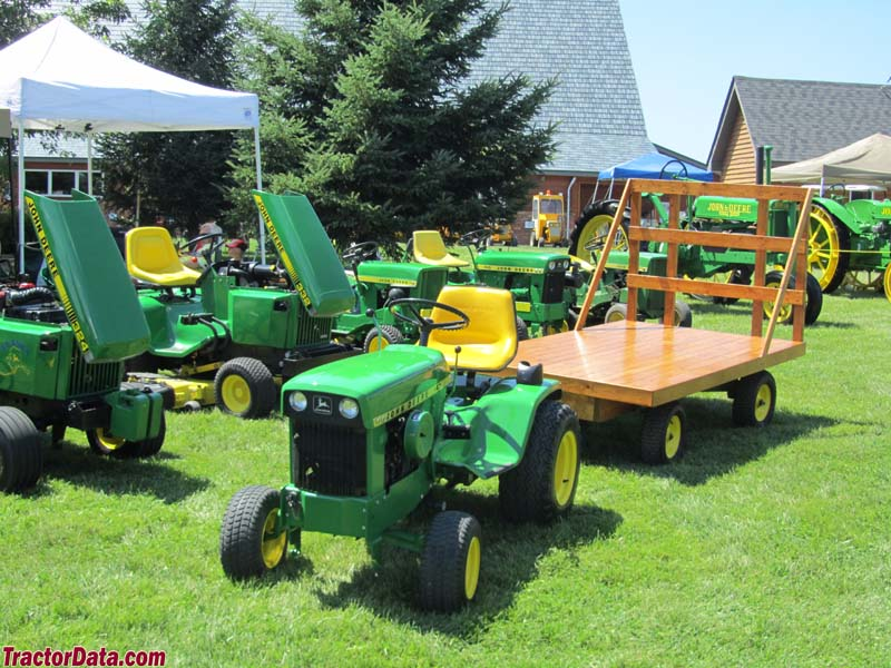 Vintage John Deere Lawn And Garden Tractors. A Diesel Model Deere 332, 112,  140 H1, 110, And A John Deere 140 H3 In The Front With Miniture Hay Wagon.