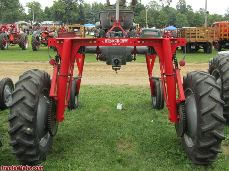 allis chalmers tractors with Le Sueur Pioneer Power Show on Allis Chalmers 7060 2wd Beta V1 besides Article 1da9c9aa 47b1 5f54 Bb7f 9ab489622c2c likewise Allis Chalmers B additionally 24486224 further Le Sueur Pioneer Power Show.