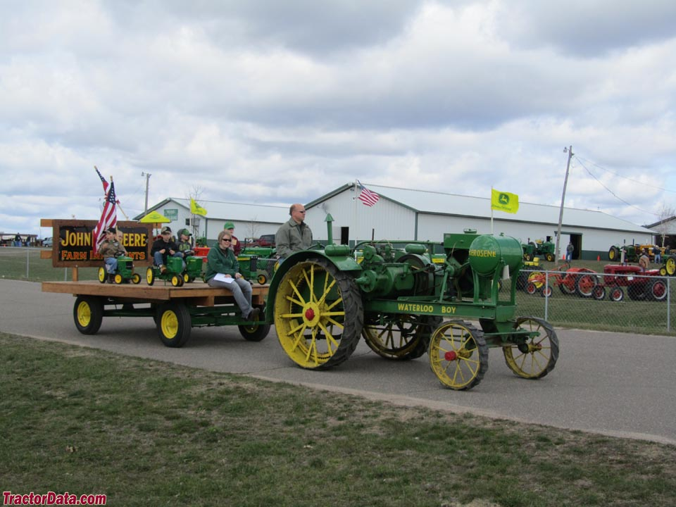 Tractor Pulled Wagon : Tractordata little falls two cylinder show