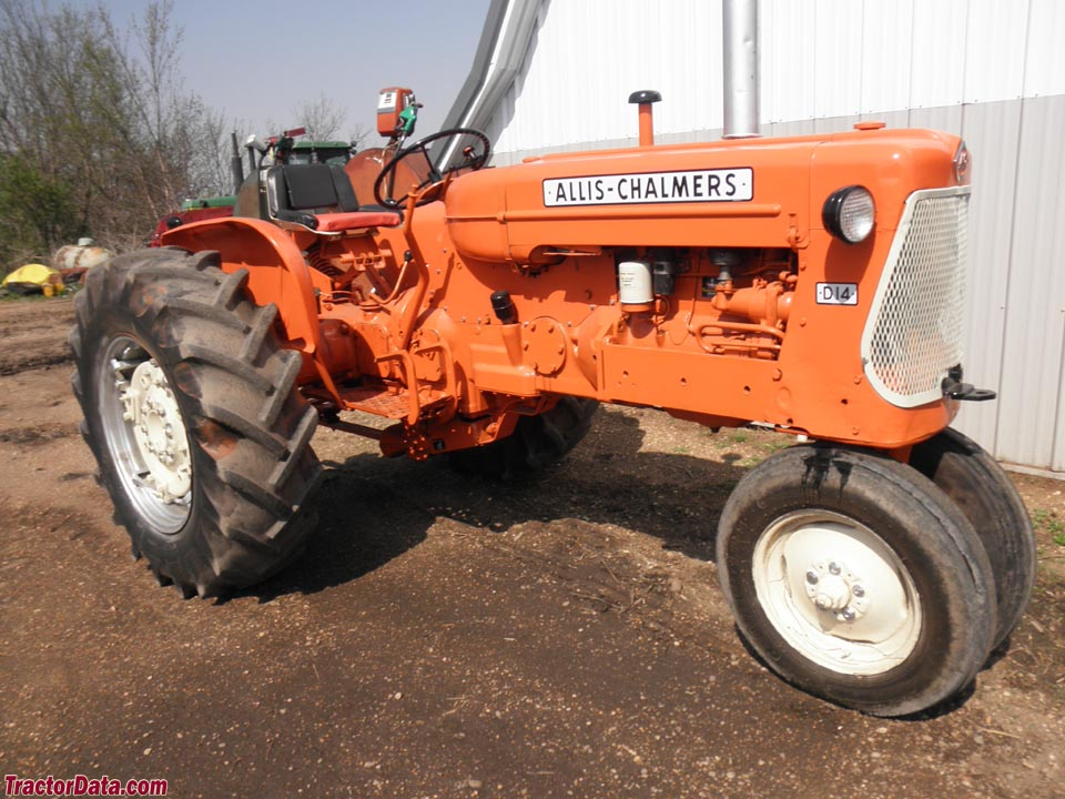 Allis-Chalmers D14 with tricycle front end.