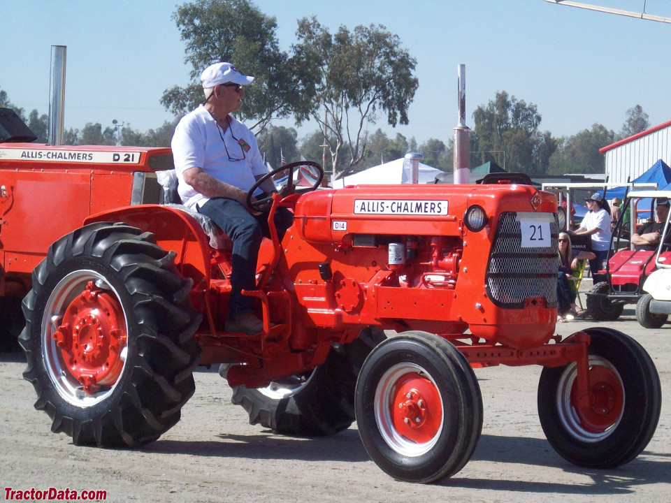 Allis-Chalmers D14 with wide front end.