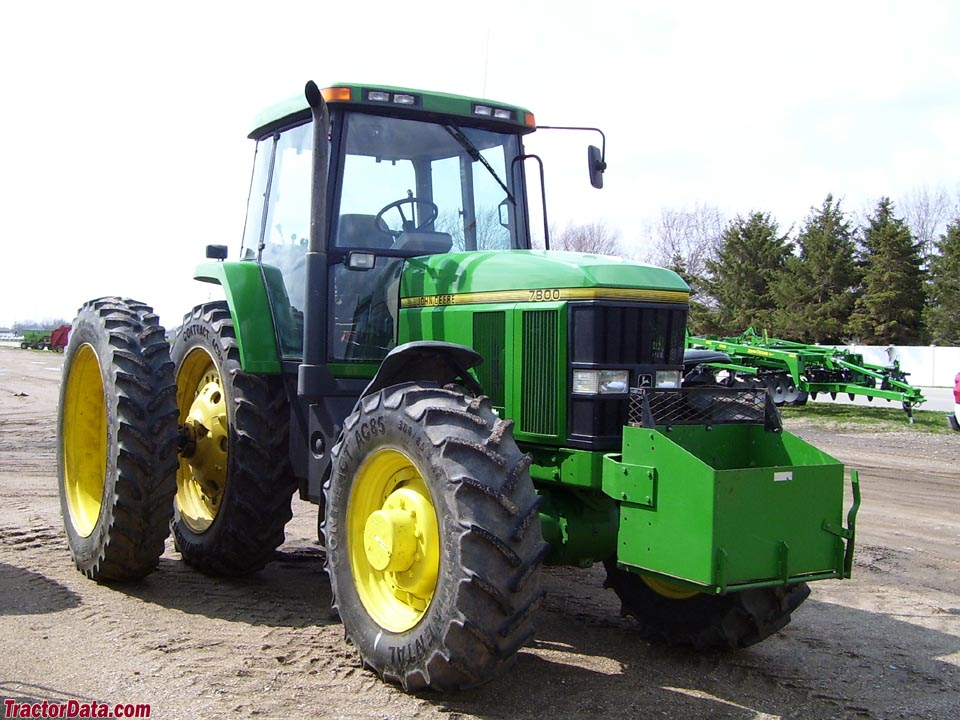 John Deere 7800 with four-wheel drive and duals