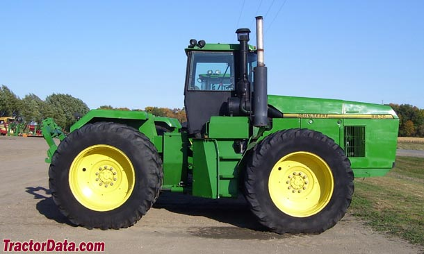 John Deere 8870, right side