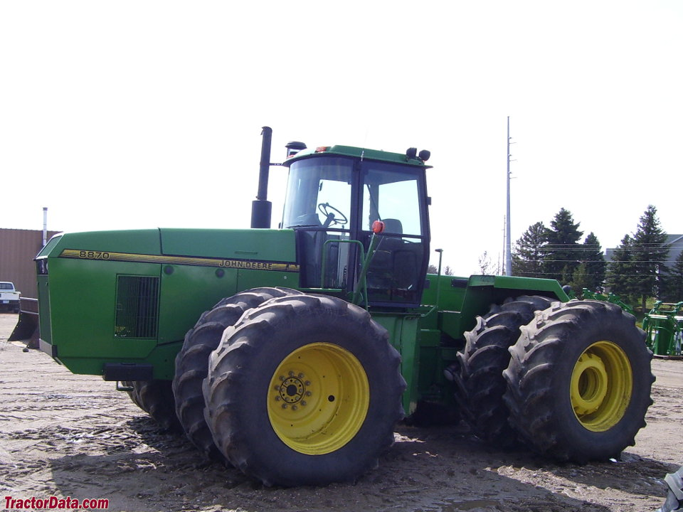 John Deere 8870, left side