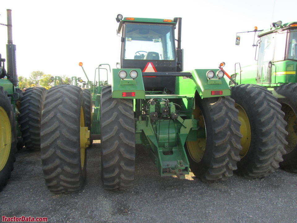 John Deere 8870, rear view