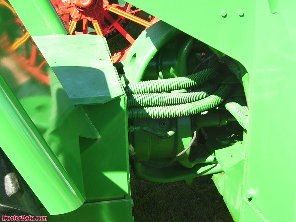 Deere 8020 center pivot joint