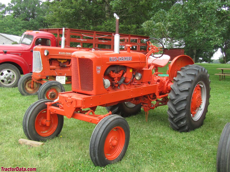 Allis-Chalmers WD45, left side.