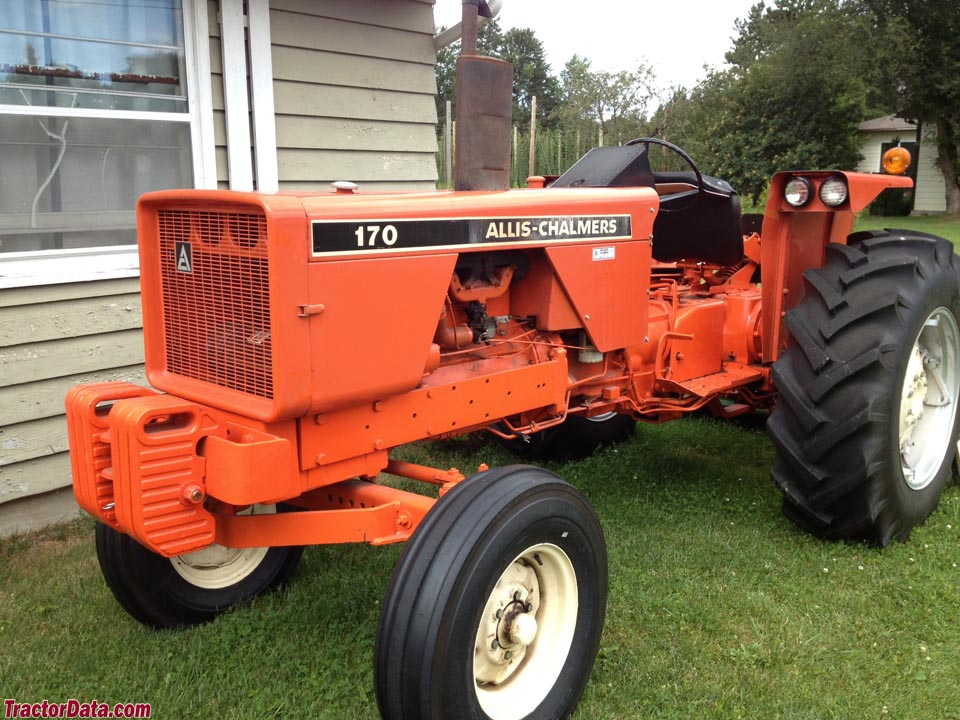 Allis-Chalmers 170 with wide front end.