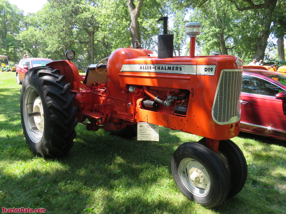 Allis-Chalmers D19 with LP-gas engine.