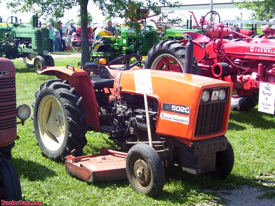 Allis-Chalmers 5020 with center-mount mower.