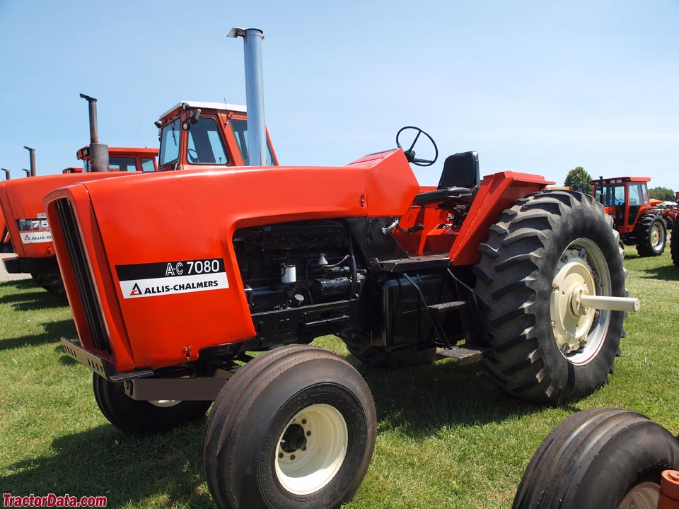 Open station Allis-Chalmers 7080.