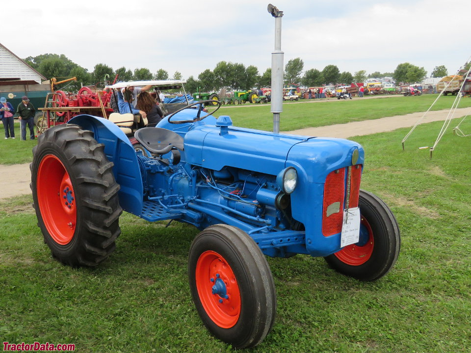fordson dexta tractor photos information. Black Bedroom Furniture Sets. Home Design Ideas