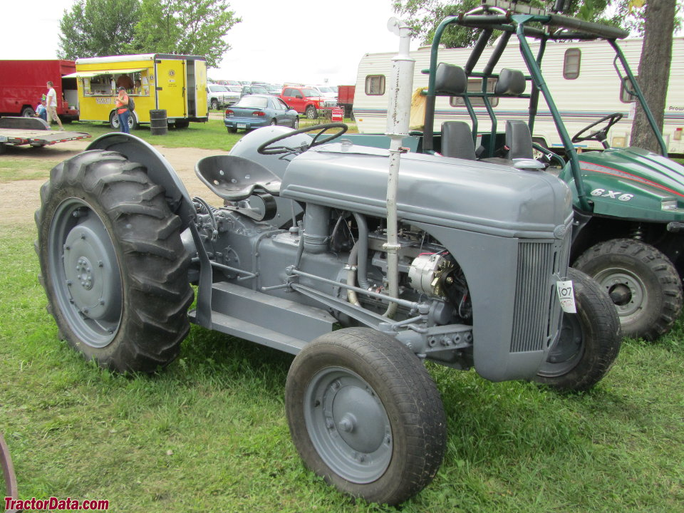 9n Ford Tractor >> Tractordata Com Ford 9n Tractor Photos Information