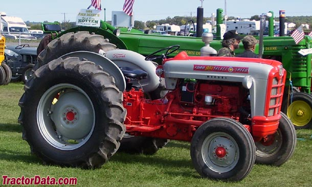 901 Ford Powermaster http://www.tractordata.com/farm-tractors/000/2/4/243-ford-881-photos.html
