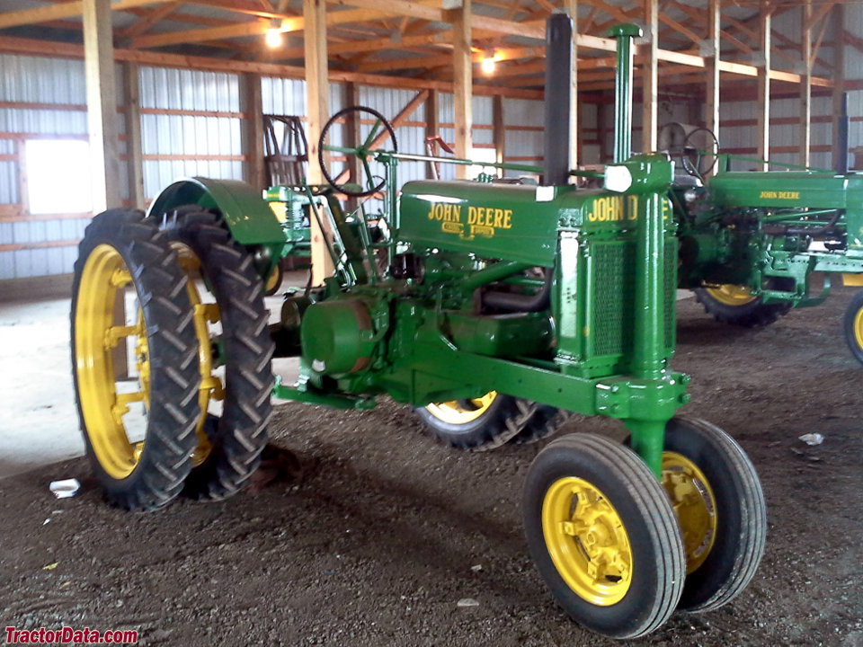 Unstyled John Deere A with dual wheels.