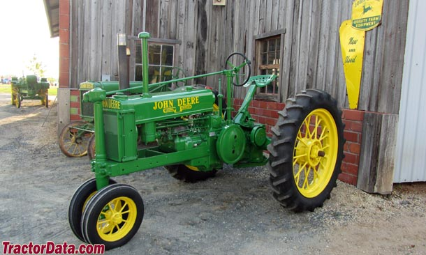 Unstyled John Deere B, left side