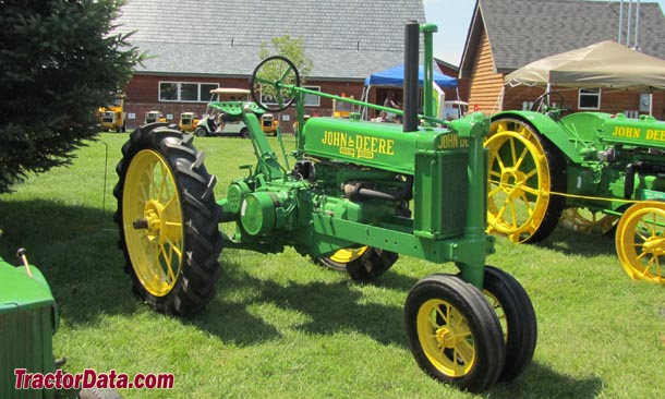 Unstyled John Deere B, right side
