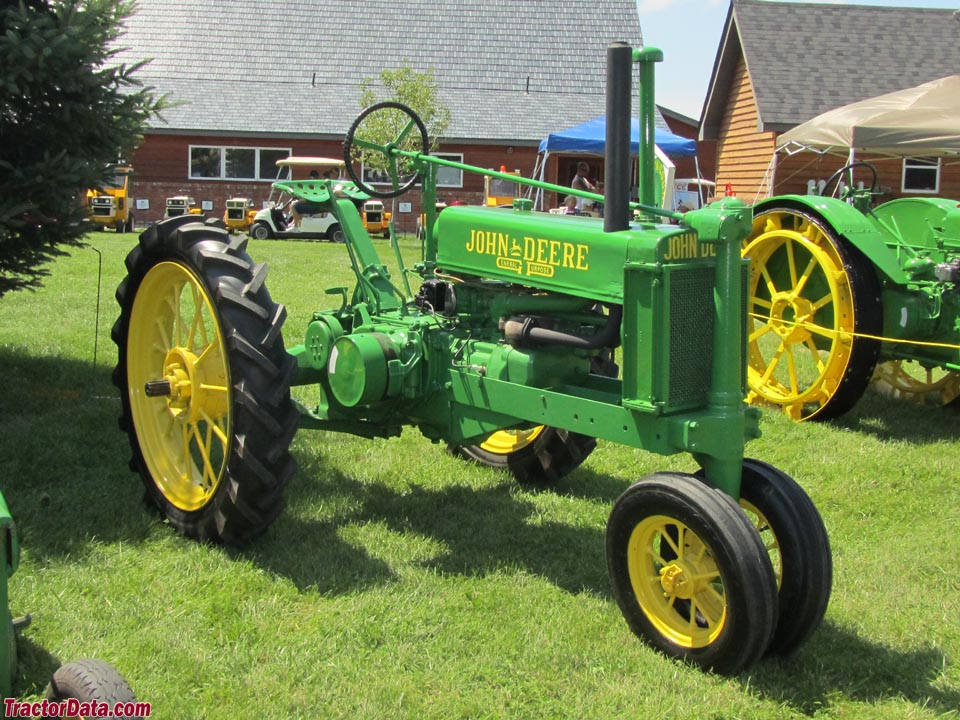 Unstyled John Deere B with four-bolt front pedestal.