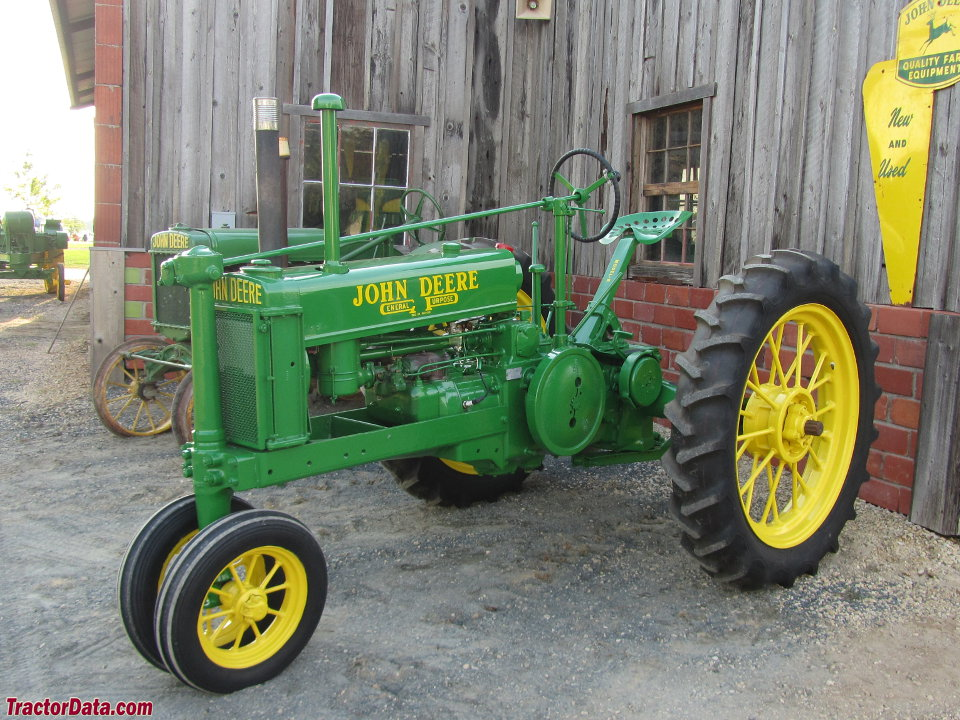 Unstyled John Deere B with wide front end.