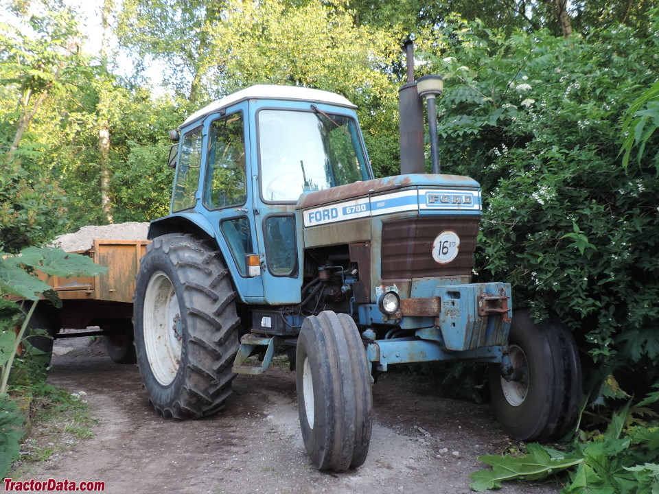 Two-wheel drive Ford 6700.