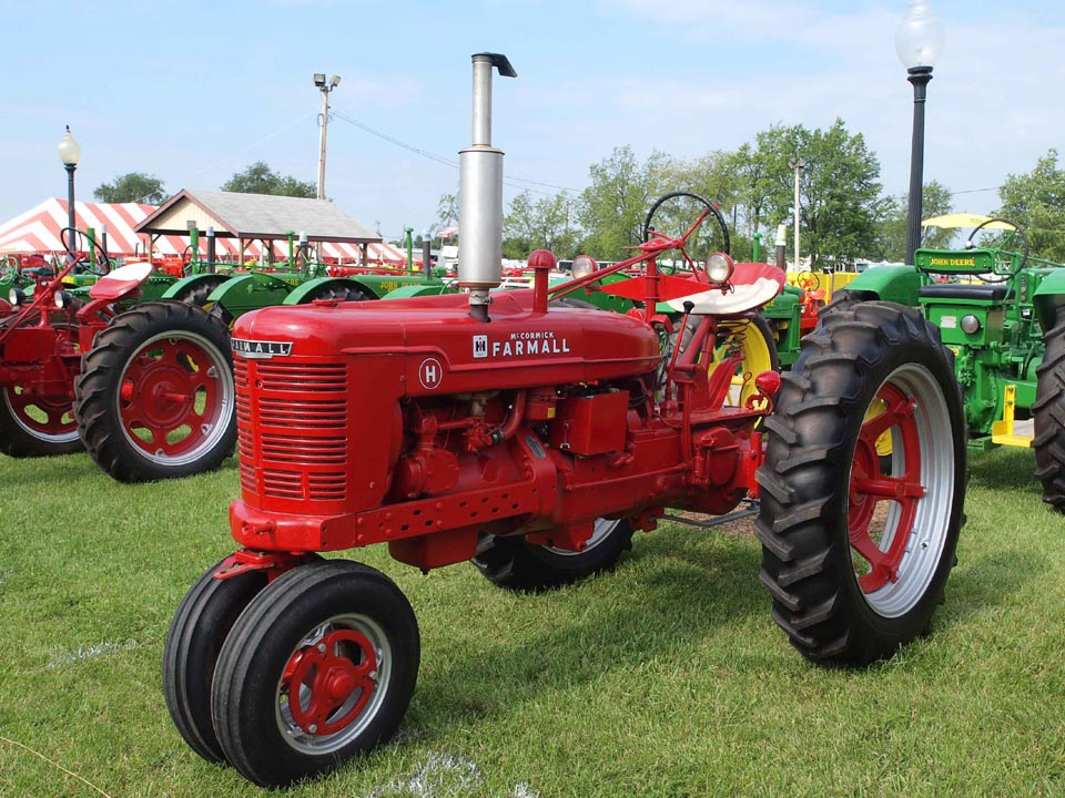 Farmall H on rubber tires, left side.