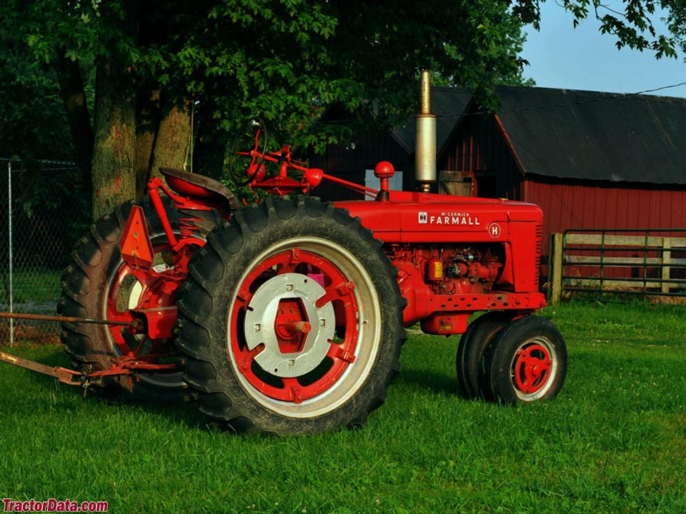 Farmall H, right-rear view.