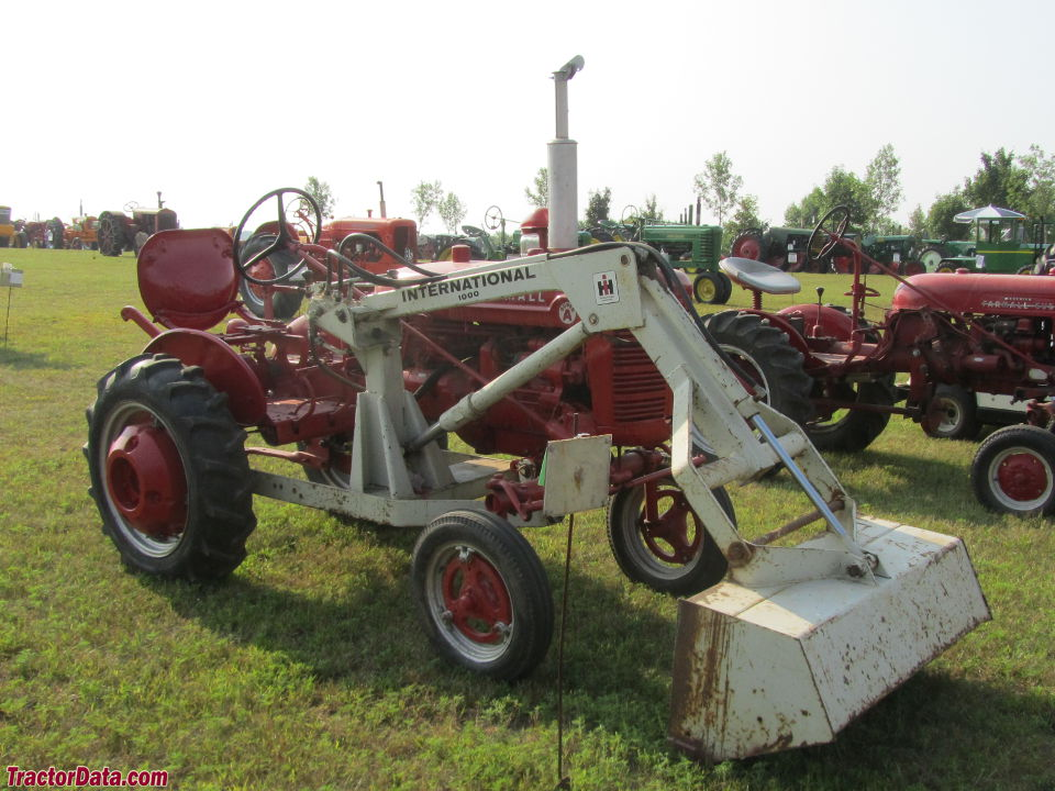 Farmall Super A with IH 1000 front-end loader.