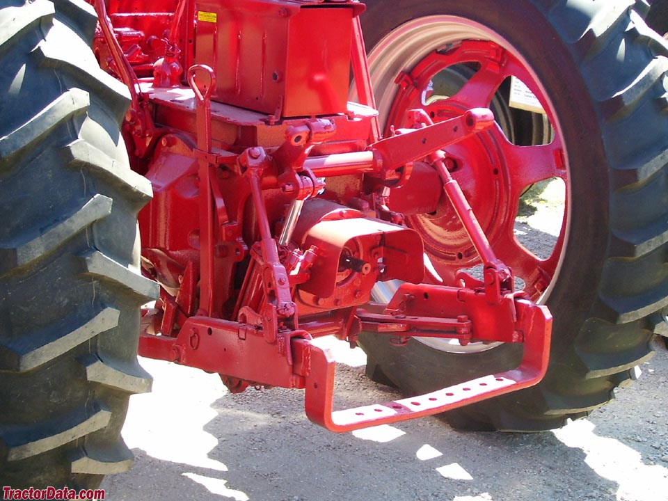 IH Fast-Hitch on a Super M.