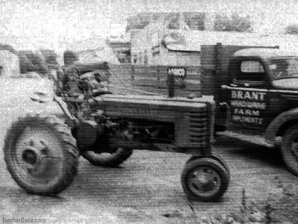John Deere H delivery on April 10, 1939.