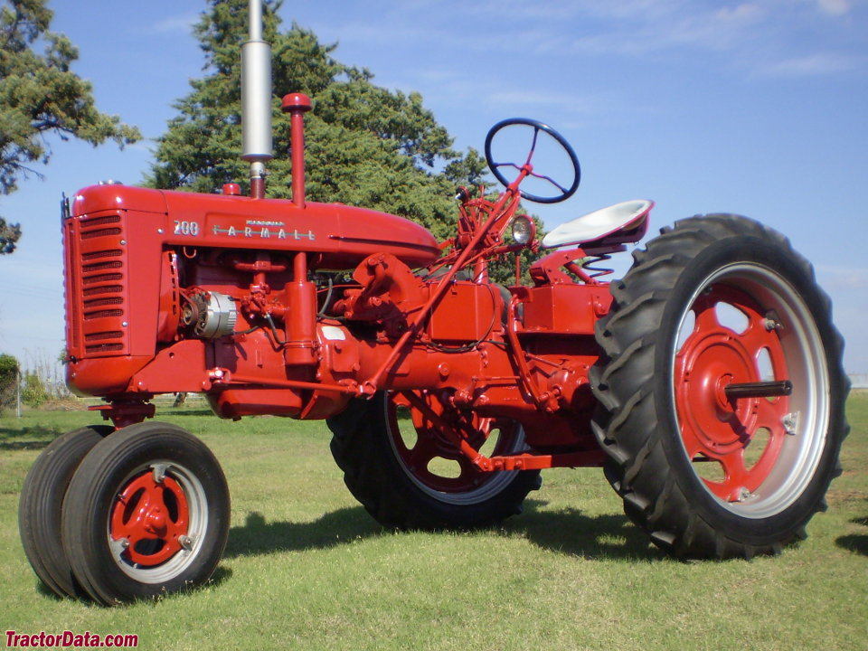 Tricycle-front Farmall 200
