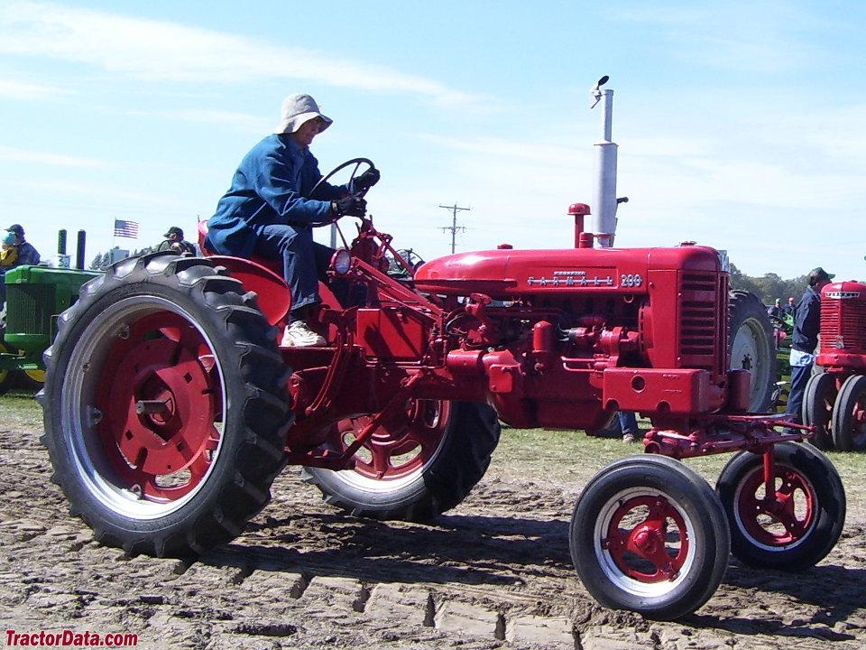 Wide-front Farmall 200