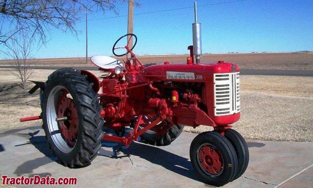 Farmall 230, right-front view