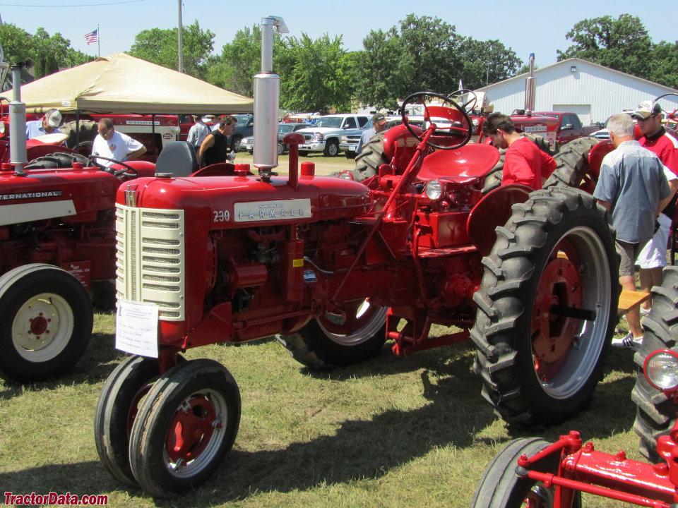 Tractordata Com Farmall 230 Tractor Photos Information