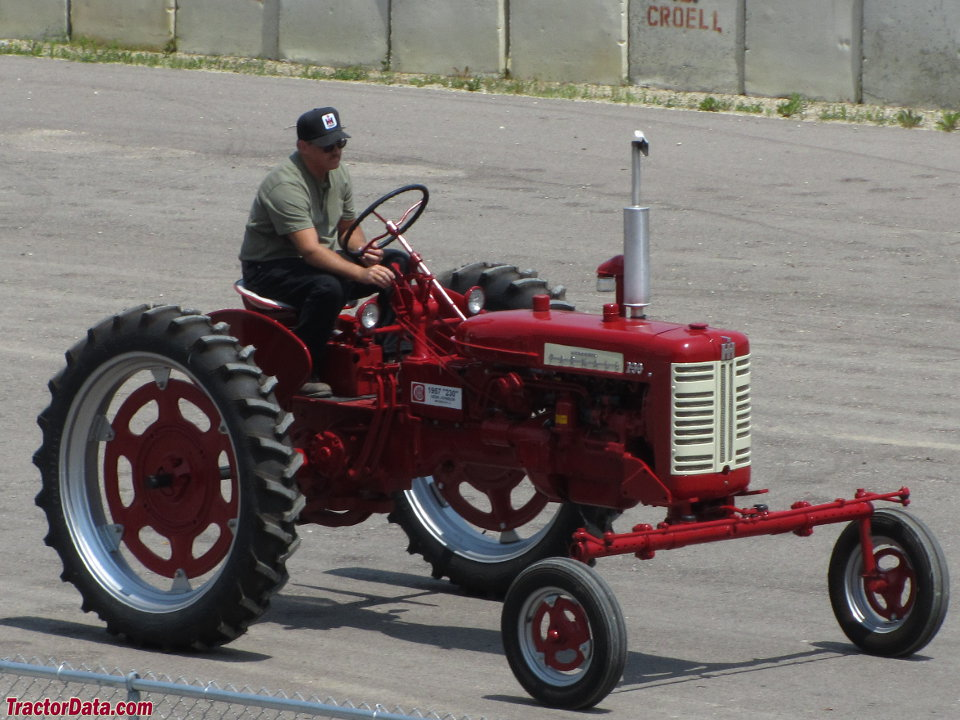 Farmall 230 with wide front axle