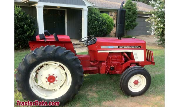 International Harvester 464, right profile