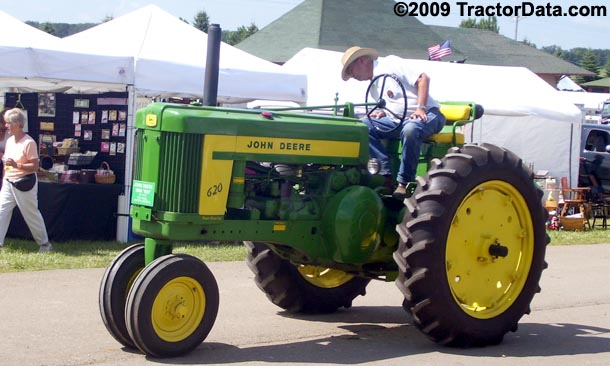 John Deere 620, left side
