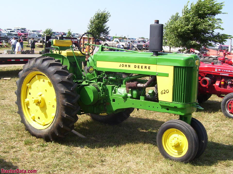 John Deere 620, right side