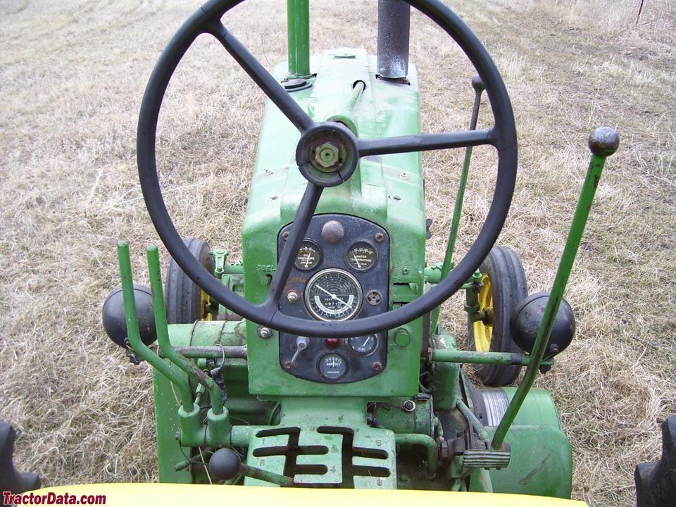 Operator station and controls of a John Deere 720 diesel (pony start).