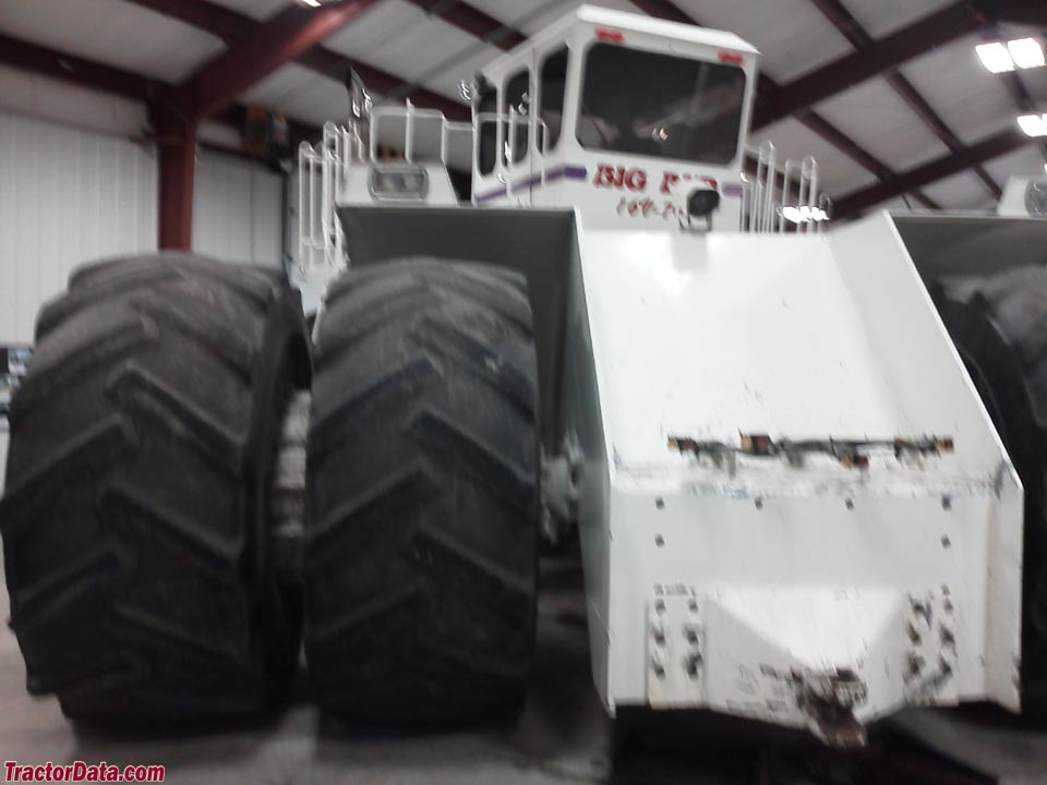 Rear view of the Big Bud 16V-747.