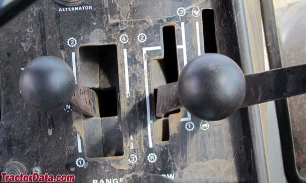 J.I. Case 2470 Traction King Range Power Shift transmission photo