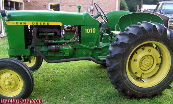 John Deere 1010RU with under-belly rear exhaust